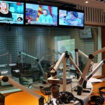 Periodistas renuncian a T13 Radio tras suspensión de pago de bono por servicios
