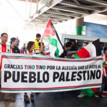Hinchas reciben al Palestino tras culminar gira por Oriente Medio