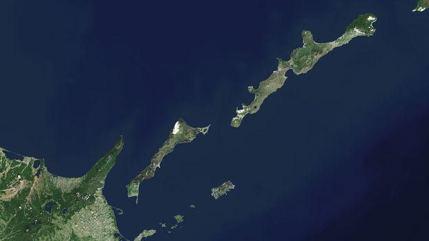 Las islas Kuriles -o Territorios del Norte en Japón- han sido la causa de que Japón y Rusia aún no hayan podido lograr un acuerdo de paz desde la Segundf Guerra Mundial.