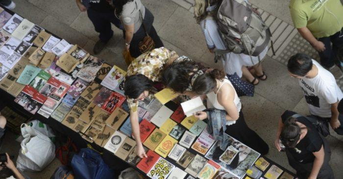 Compras públicas de libros: La predilección del Estado por los grandes conglomerados