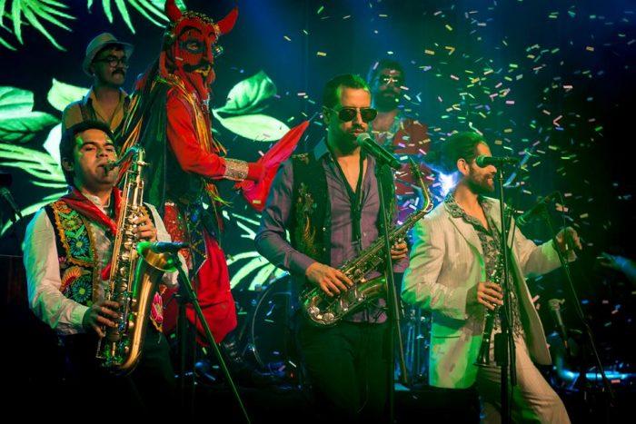 Banda Conmoción celebró su 15 años reforzando la identidad latinoamericana