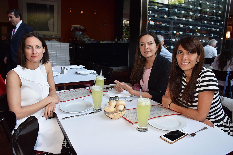 Verónica Arancibia, María de los Angeles Silva y Jessica Pailamilla.