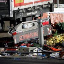 [FOTOS] Las imágenes del brutal ataque de un camión contra un mercado de Navidad en Berlín
