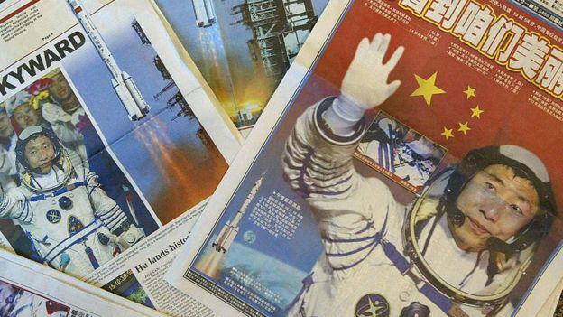 ang es considerado un héroe en China por su vuelos al espacio.