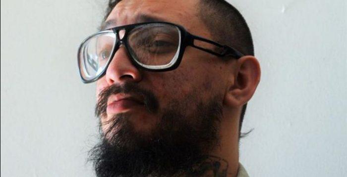 """Artista Francisco """"Papas Fritas"""" tatúa en su cuerpo testimonio de tortura del Informe Valech"""