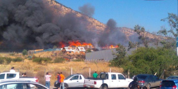 Techo-Chile inicia recaudación en apoyo a familias damnificadas por incendio en campamento Las Totoras