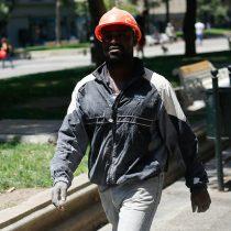 Académica de la Usach dice que trámites impiden a inmigrantes laborar en sus áreas en Chile