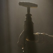 Actores y organizaciones sociales presionan al Estado para evitar usurpación del agua
