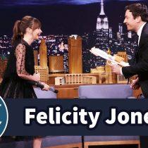 [VIDEO] Felicity Jones asustó a Jimmy Fallon con técnicas de pelea al estilo Star Wars