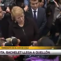 [VIDEO] Mujer afectada por el terremoto en el sur encara a Bachelet y acusa oportunismo de la prensa y la Municipalidad por su visita