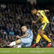 [VIDEO] La extraordinaria asistencia de Alexis en el primer gol del Arsenal que supera al City de Bravo