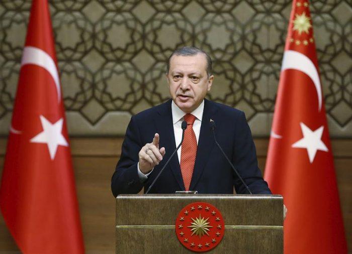 Ordenan detención de 105 esposas de militares turcos por vínculos golpistas