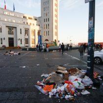 [FOTOS] La otra cara del Año Nuevo: basura inunda las calles de Valparaiso