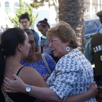 Bachelet llega a Valparaíso y gobierno iniciará catastro de damnificados