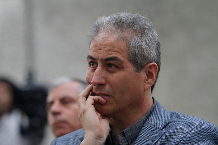 Aguilar manda señal al PC y propone congelar la militancia del Colegio de Profesores en la CUT