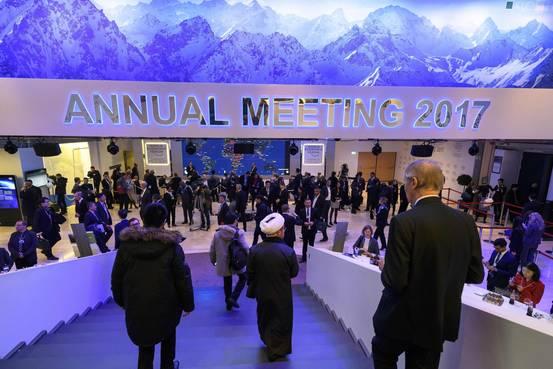 Banqueros en Davos prevén que Trump será bueno para Wall Street