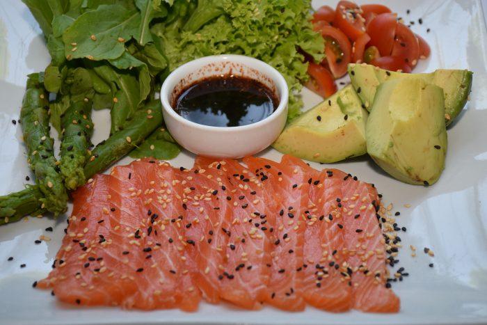 Ensalda-de-Salmon-fresco-700x467