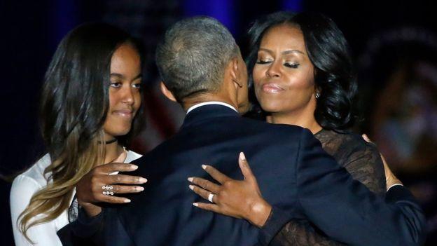 Michelle Obama y Malia Obama siguieron el discurso de Barack en primera fila.