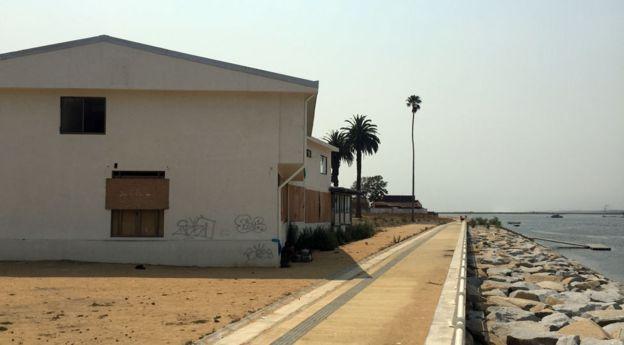 El malecón luce abandonado desde el maremoto de 2010.