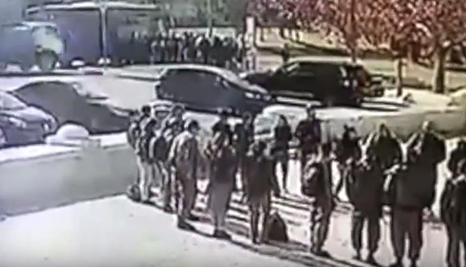 [VIDEO] Camión embiste a soldados en Israel en ataque
