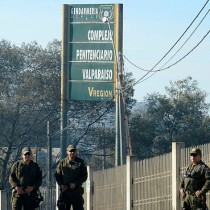 Evacuan cárcel de mujeres en Valparíso por incendio forestal
