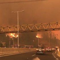 [VIDEO] Impactante registro en redes sociales del fuego que amenaza a una población completa en Concepción