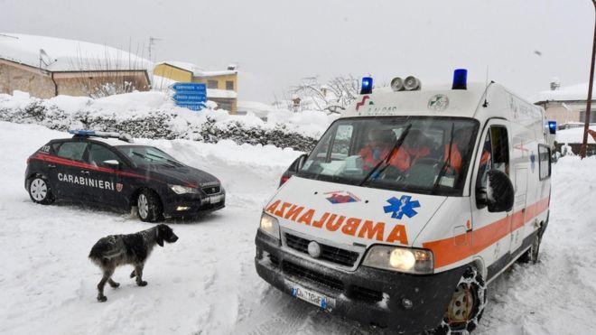 Aparentemente la avalancha fue provocada por sismos en el centro de Italia el miércoles.