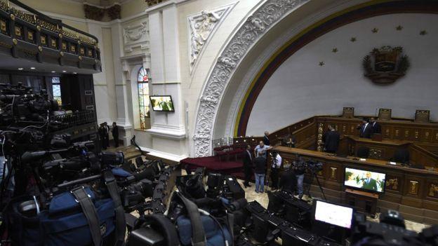 La Asamblea ha interpretado el artículo 233 de la Constitución para acusar a Maduro, pero sabe que no habrá consecuencias electorales.