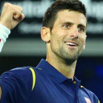 Novak Djokovic es sorprendido jugando tenis con niños en las calles de Belgrado