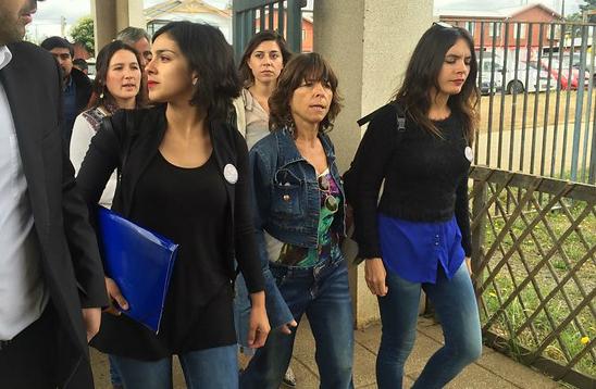 Camila Vallejo y Karol Cariola visitan a Machi Linconao en Hospital Intercultural de Nueva Imperial