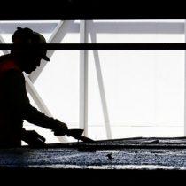 Chile trabaja 200 horas más al año que el promedio de los países de la OCDE