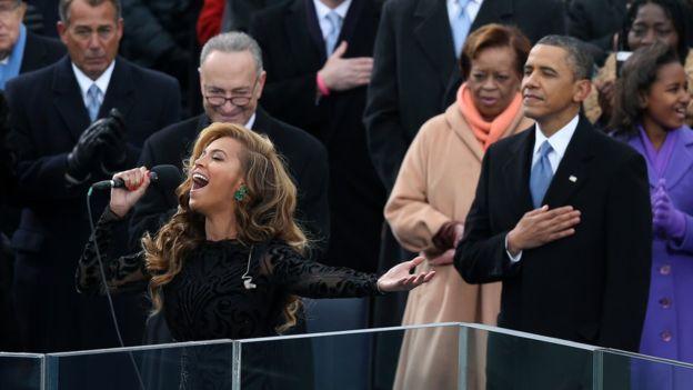 La cantante Beyoncé fue la encargada de cantar el himno nacional durante la toma de posesión del segundo mandato de Obama en 2013.