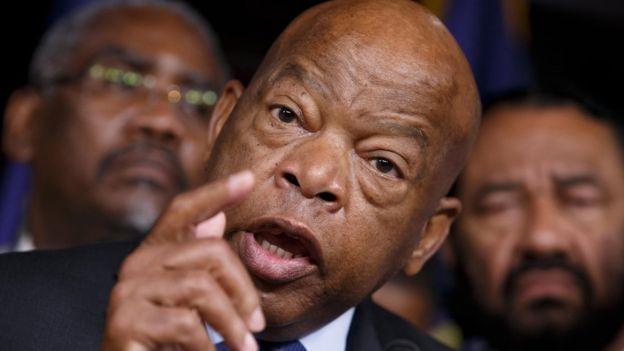 El congresista y líder de la lucha por los derechos de la comunidad negra en EE.UU., John Lewis, anunció que no asistirá a la toma de posesión de Trump.