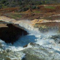 Casi 200.000 evacuados en California por daños en la presa Oroville