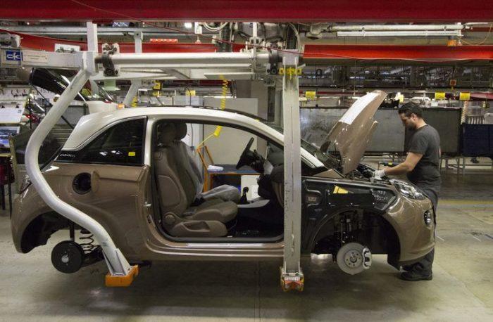 Propietario de Peugeot estudia compra de división europea de General Motors