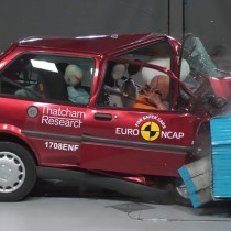 [VIDEO] Los violentos choques de autos que han salvado 78.000 vidas en los últimos 20 años