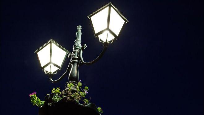 Por qué la dramática caída del costo de la luz es importante