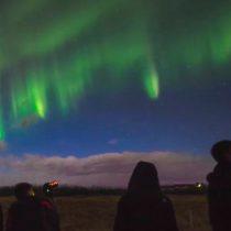[VIDEO] El hermoso fenómeno natural que está causando accidentes de tráfico entre los turistas en Islandia