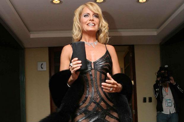 """A diez años del vestido transparente de Bolocco, Rubén Campos lo donó: """"Está en mi tienda vivo, pero muerto"""""""