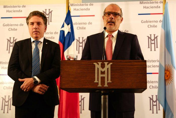 Ministro de Hacienda argentino le tira flores a Valdés: