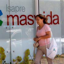 Crisis en Masvida: 11 mil personas se han desafiliado en dos meses y vendedores de otras isapres captan clientes afuera de las sucursales