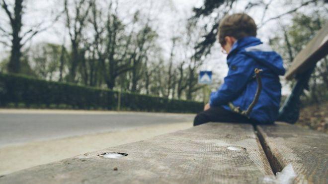 Cuáles son las (no tan obvias) señales que pueden revelar que un niño es víctima de abuso