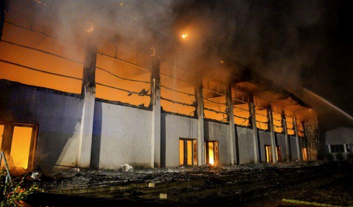 Condenan a ocho años de cárcel a político ultraderechista alemán que incendió centro de refugiados