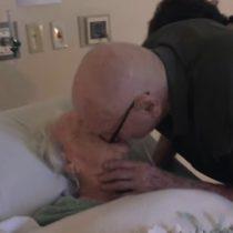 [VIDEO] La dulce despedida de un anciano a su moribunda mujer