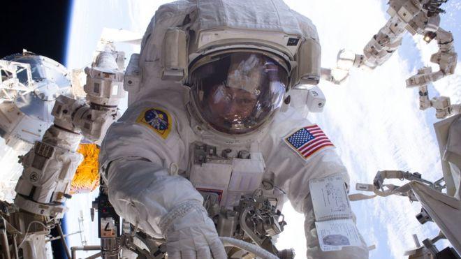 Las verdaderas razones por las que los astronautas no pueden beber alcohol en el espacio