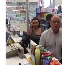 [VIDEO] Ataque xenofóbico a dependientas extranjeras en farmacia indigna en redes sociales