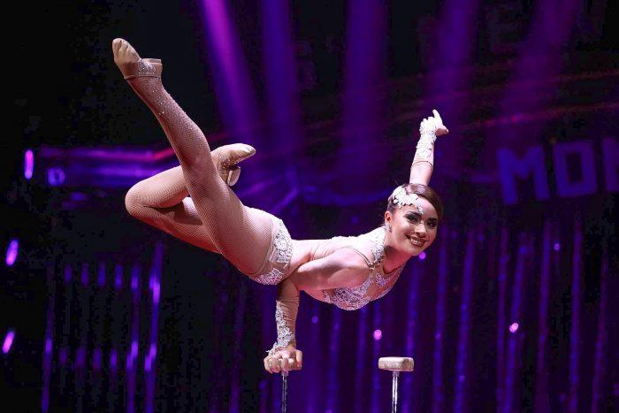Dos jóvenes artistas chilenos del circo tradicional triunfan en Europa