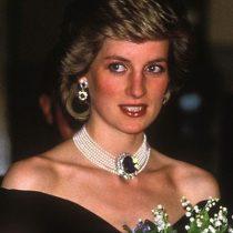 Lady Di resucita como ícono de la moda en exposición de sus vestidos