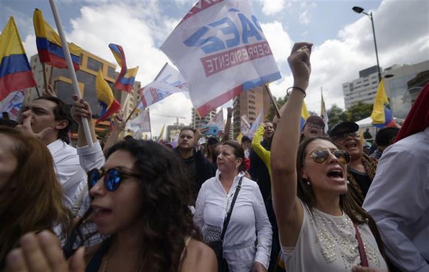 Tensión sube en Ecuador ante incertidumbre sobre si habrá segunda vuelta