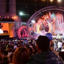 ¡Las mujeres hemos dejado de ver el Festival de Viña! Su director Álex Hernández está tratando de conquistarnos